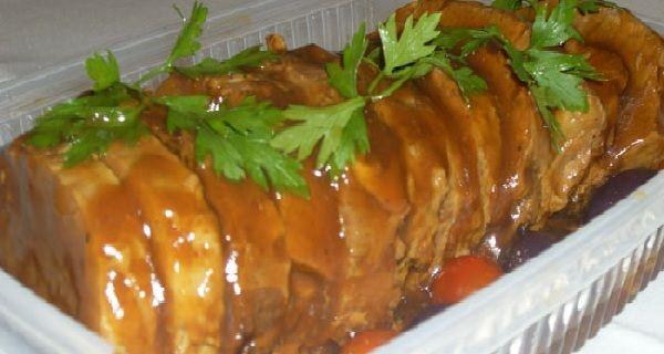 A Receita de Lagarto ao Molho Madeira é deliciosa e muito especial. Você cozinha o lagarto na panela de pressão e aproveita o caldo para fazer o delicioso