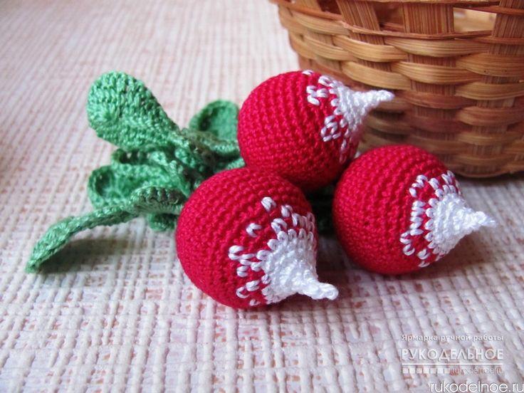 Вязаные фрукты и овощи - прекрасные развивающие игрушки для вашего крохи!Можно играть в магазин, изучая счёт, можно варить компот, играя в ролевые игры - фантазия неограниченна. Вязаная игрушка, считается прекрасным массажером, развивающим мелкую моторику, ответственную за образное мышление и красивую речь Вашего малыша! https://rukodelnoe.ru/Ksit…