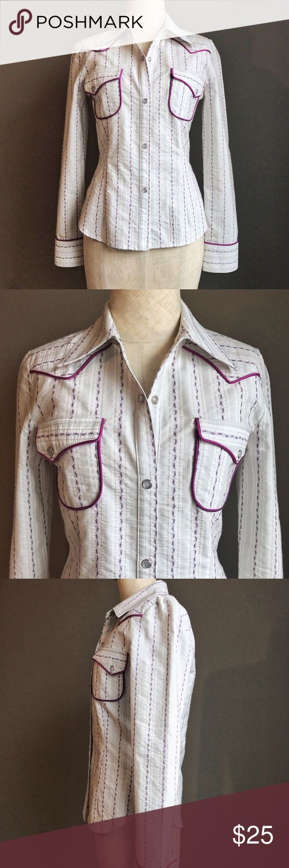 To the Max cowgirl shirt EUC with classic western detailing, pointed collar, small front pockets, and pearl button snap closures. No size tag but fits like an xs. {Shoulder width 14.5 • sleeve length 23 • bust 15.5 • waist 14 • length 22} To the Max Tops Button Down Shirts