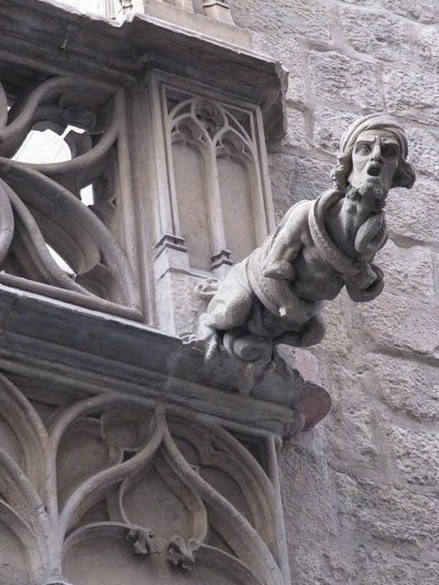 catedrales-gargolas-barrio-gotico-barcelona-L-W2iVzG.jpeg (480×640)