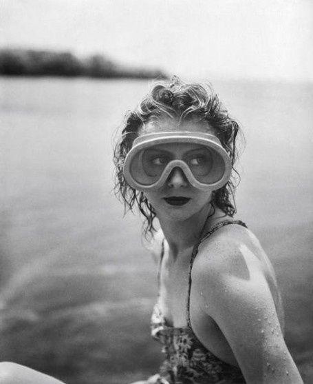 hauntedbystorytelling: Jacques-Henri Lartigue :: Mary Belewski, Cap d'Antibes, 1941
