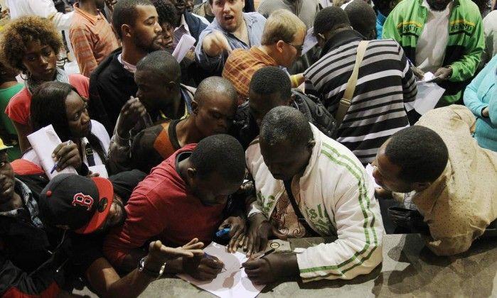 Em São Paulo, imigrantes têm ofertas de emprego, mas seleção lembra mercado de escravos - Jornal O Globo http://oglobo.globo.com/brasil/em-sao-paulo-imigrantes-tem-ofertas-de-emprego-mas-selecao-lembra-mercado-de-escravos-13633389