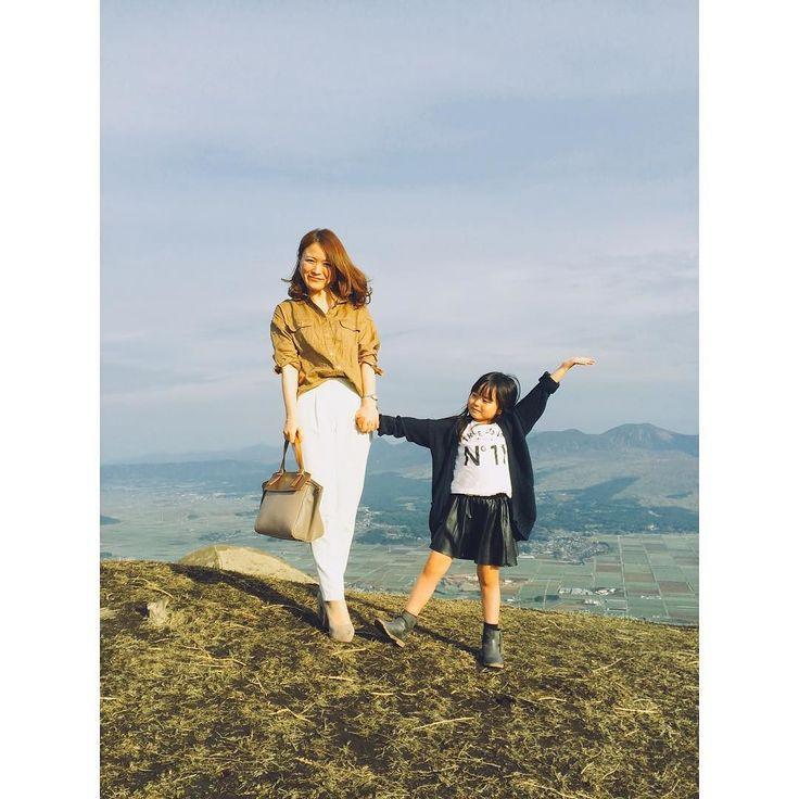 今日は娘のお誕生 記念に熊本の阿蘇の温泉旅行に きました 今日は今年流行りのベージュで コーデしてます シャツは麻素材のオーバーシャツです 一応今日のコーデです #熊本 #阿蘇 #japan #spick&span#プラステ #フルラ #プチプラ#コーデ#ママコーデ#family #旅行#温泉 #山 #mountains #fashion #風景 #春 #love #happy #楽しい #写真  #お誕生日 #おめでとう #7歳 #娘  #大好き #ザラ#zara #ザラジョ#今日のコーデ by 86chi86