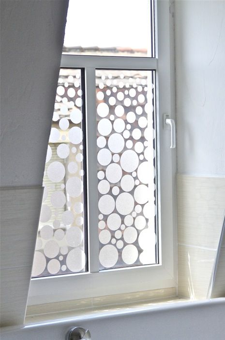 Bathroom window makeover tutorial. The blog is not in English, but you get the idea from the pics
