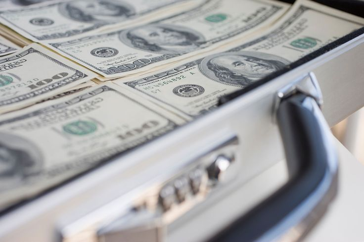 Former Treasury Secretary Lawrence Summers says it's time to kill the $100 bill.