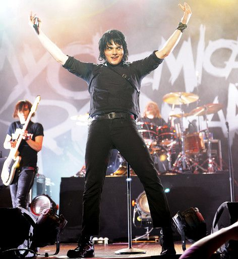 Throwback Photos: 19 Epic #My Chemical Romance Live Shots - Fuse   just perfect....look at him and how much he is sassy