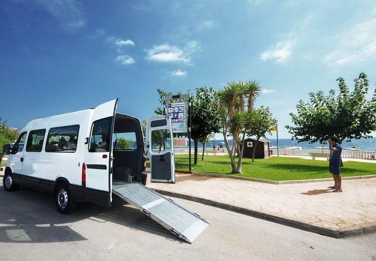 Voor #rolstoelers is #aangepast #vervoer natuurlijk een vereiste voor de #vakantie. Villa Xenofilia heeft daarom het heft in eigen handen genomen. De gast kan afgehaald worden van het vliegveld Alicante of Valencia. Tijdens het verblijf kan de bus gehuurd worden.