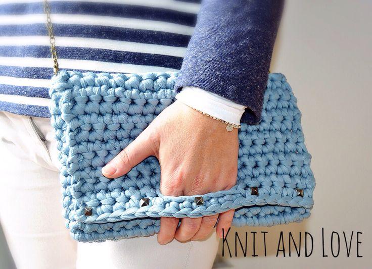 Bolso a crochet con trapillo pluma Knitandlove del kit Cristina  Crochet bag made with Feather t-shirt yarn, kit Cristina www.knitandloveshop.com