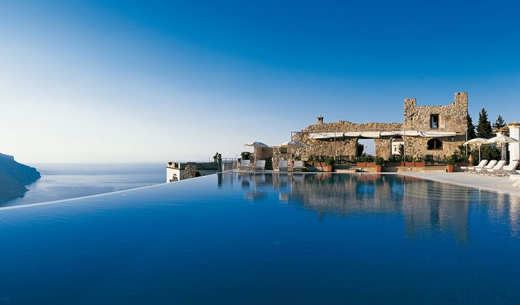 Hotels ravello italy hotel caruso infinity pool located for Hotels in ravello with swimming pool