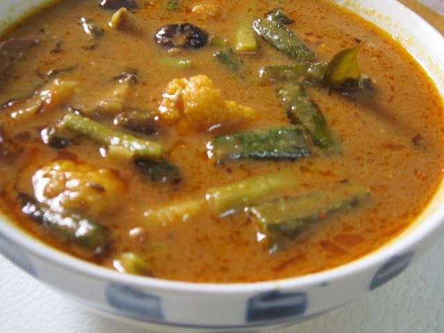 Maayeka - Authentic Indian Vegetarian Recipes: Sindhi Tomato kadhi