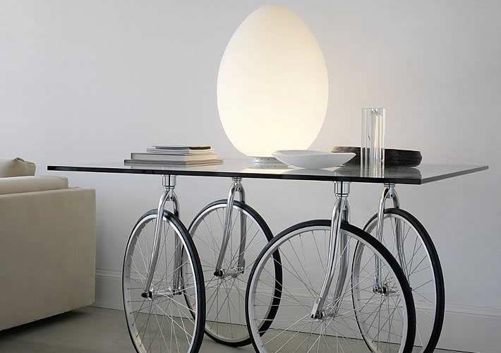 idées-créatives-réutiliser-pièces-détachées-vélo-table-roulante-verre #jph #recycleVélo #vélodéco
