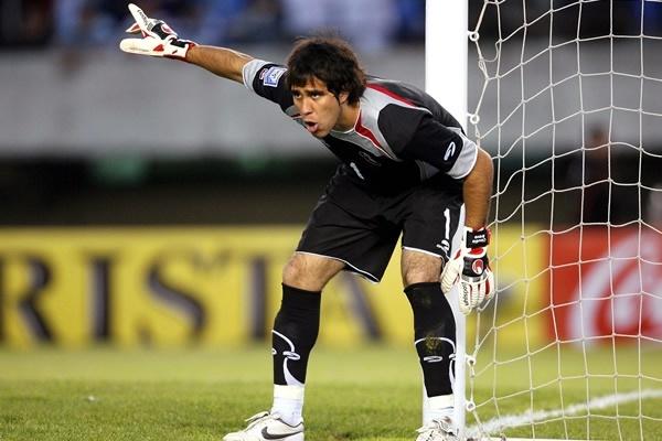 BRAVO, Claudio   Goalkeeper    Real Sociedad (ESP)   @elbravoclaudio   Click on photo to view skills