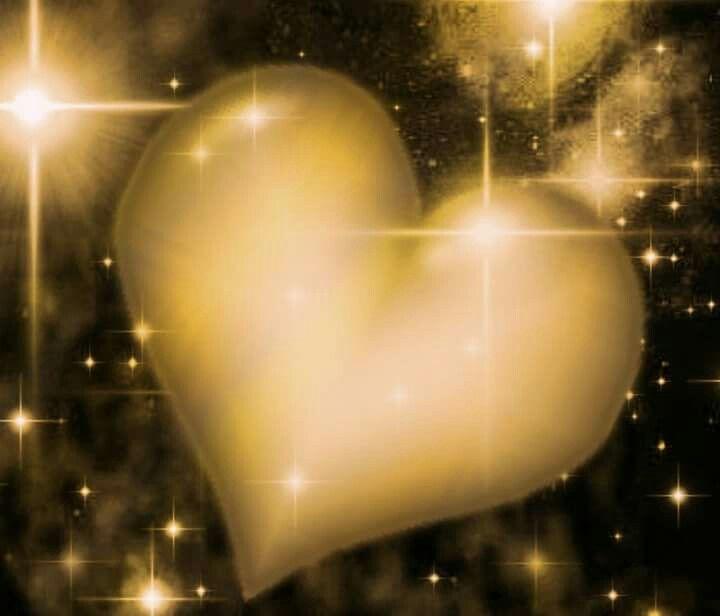 Het gedicht heet Liefde Liefde in een leven is van groot belang. Het kan zo zacht zijn als een kitten, maar zo gemeen zijn als een slang. We hebben liefde nodig maar het maakt ons ook heel bang. We houden ons groot en doen heel stoer maar onderwijl wordt het soms bijna je dood. Letterlijk kun je je leven beëindigen door groot verdriet. Soms zo groot maar niemand die het ziet. Laat je niet lijden door negativiteit maar richt je energie op je Gids die je dan begeleidt. Hij zal je vooruit…