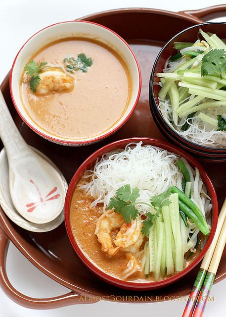 Nyonya Laksa (Nyonya Style Prawn and Rice Noodles) Recipe