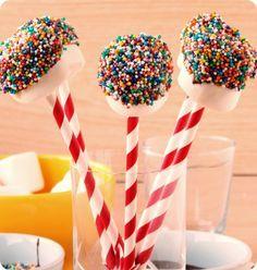 Essa receita é mais uma dica que receita, de tão fácil que é. Mas o efeito é lindo! Marshmallow pops, perfeito pra enfeitar festinhas da criançada! Você vai precisar… Continue Lendo »