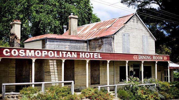 Cosmopolitan Hotel, 21 High Street, Trentham