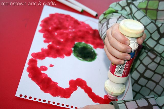 remembrance day poppy painting using dabbers