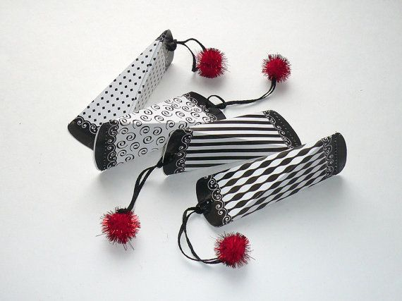 Black white gift box deco stripes lace border di FredaFprintables