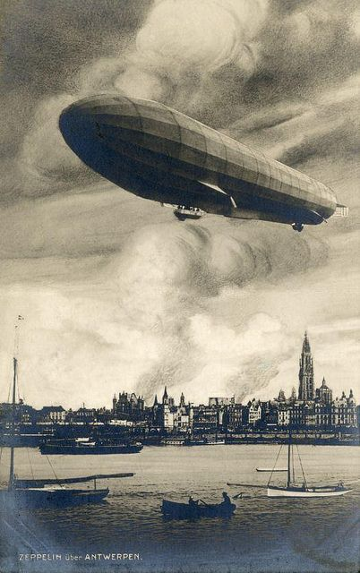 English: Photo of the first air raid ever: a German Zeppelin bombarded the city of Antwerp [Belgium] in the night of 24 to 25 August 1914, at the beginning of the First World War. In the foreground the large cigar form of the challenged Zeppelin, in the background the burning city.