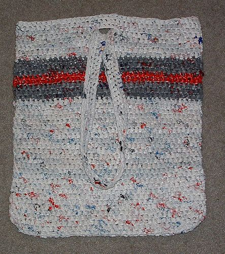 Crochet Plarn Tote Bag Pattern : Jumbo Plarn Beach Bag- FREE CROCHET PATTERN yarn ...