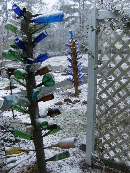 Bottle TreesDiy Gardens, Cottages Gardens, Favorite Places, Bottle Trees, Gardens Art, Artists Friends, Carol Robertson, Carol Creations, Bloom Bottle