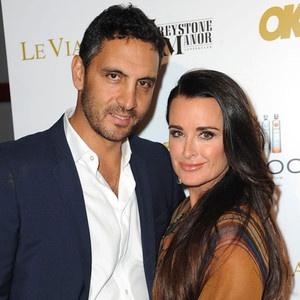 Real Housewives of Beverly Hills Husband Mauricio Umansky Denies Cheating on Wife Kyle Richards