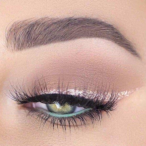 Λίγο glitter ποτέ δεν έβλαψε κανέναν! Για κρατήσεις ραντεβού στο σπίτι σας στο τηλέφωνο  21 5505 0707! . . . #γυναικα #myhomebeaute  #ομορφιά #καλλυντικά #καλλυντικα #μακιγιαζ #makeup #ομορφια #μακιγιάζ #βλεφαριδες #μακιγιάζ #βλεφαρίδες #γκλιτερ