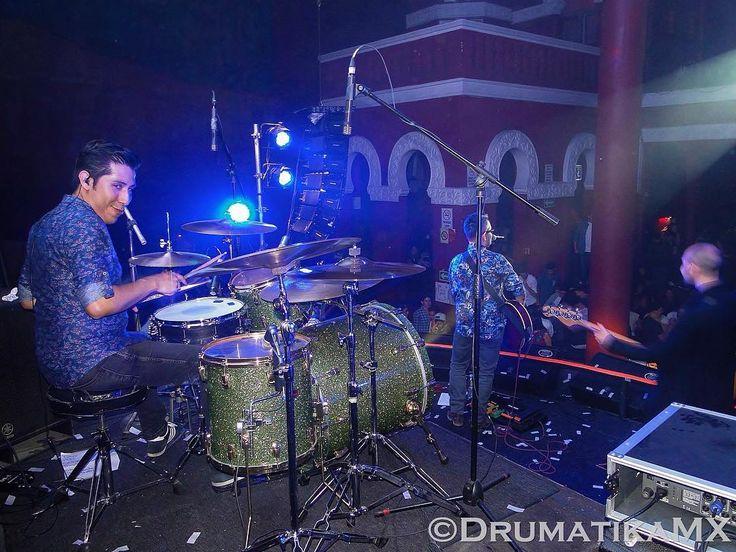 @adios_paris en @bulldog_cafe el sábado 6/Agosto/2016 buen show y muy buenos temas gran ejecución de la banda divirtiéndose y pasándola bien en el escenario en la batería @hugolbetancourt_ haciendo sonar excelente su Pearl Reference Green Sparkle @pearl_drums  #Drums #Drummers #Drumheads #Cymbals #Drumsticks #Snare #BassDrum #Drumkit #Drumlife #Toms #Bateria #Bateristas #Platillos #Baquetas #Parches #Tarola #Batera #Musica #Music #DrumatikaMX #Instagood #PicOfTheDay #FotoDelDia  #AdiósParís…