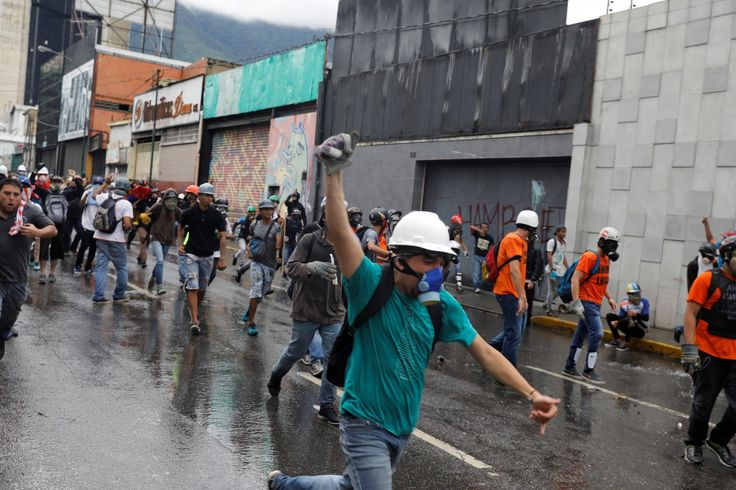 Diplomats of the Organization of American States are meeting in Mexico and urging the Venezuelan government to ease the country's political chaos.