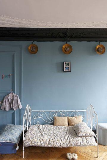 Vintage room / une chambre style années 30 | More photos http://petitlien.fr/appartcouplecreatif