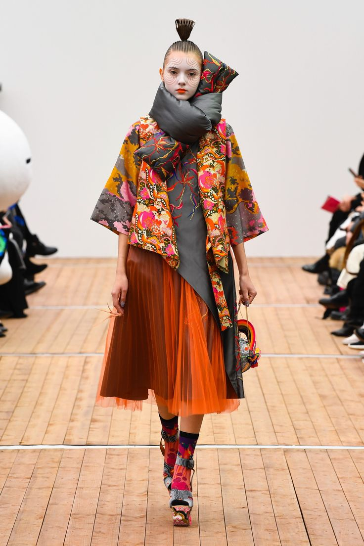 See the complete Manish Arora Fall 2018 Ready-to-Wear collection.