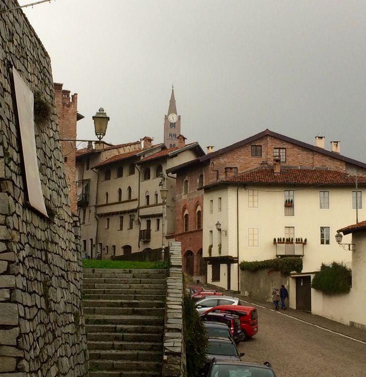 Scorcio da Via San'Agostino centro storico di Pinerolo (TO)