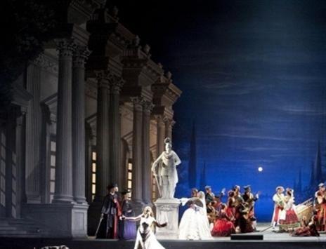 Les Contes d'Hoffmann .Opéra de Paris . Robert Carsen .