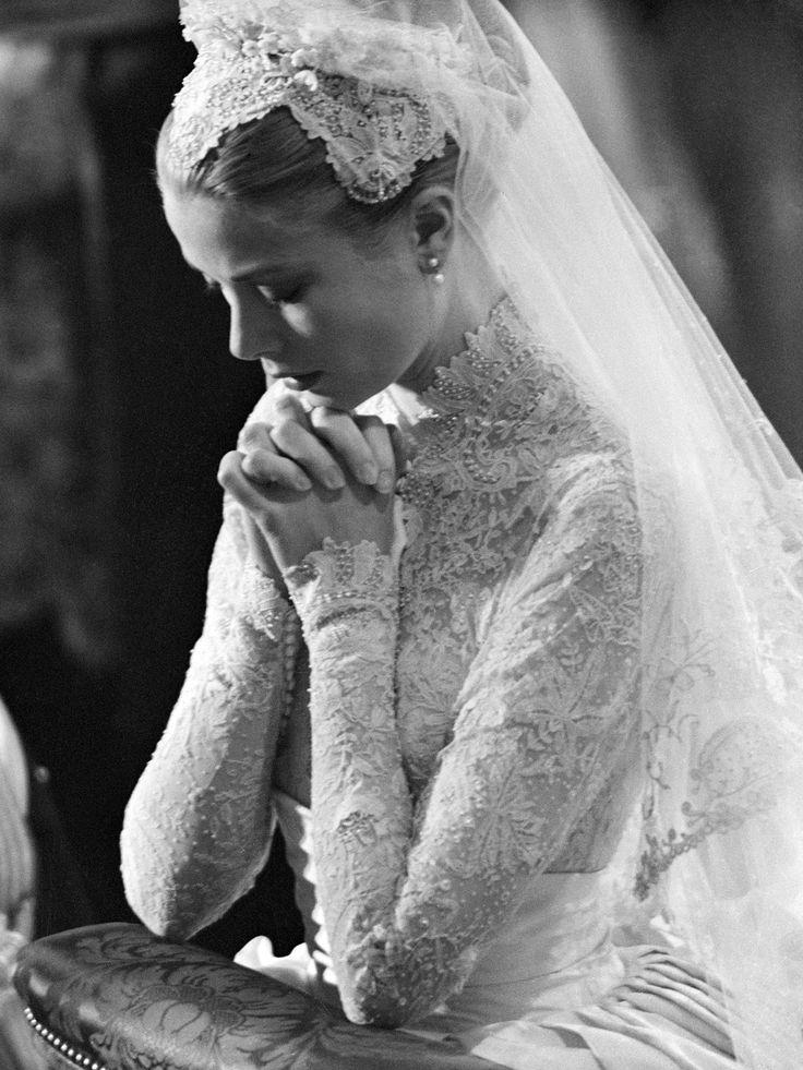"""Grace Kelly trug zu ihrer Hochzeit kein Diadem, stattdessen entschied sie sich für einen Schleier mit sogenannter """"Juliet Cap"""""""