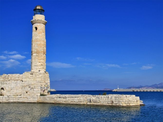 TRAVEL'IN GREECE I Rethymno's compact historic harbour and the landmark lighthouse, #travelingreece