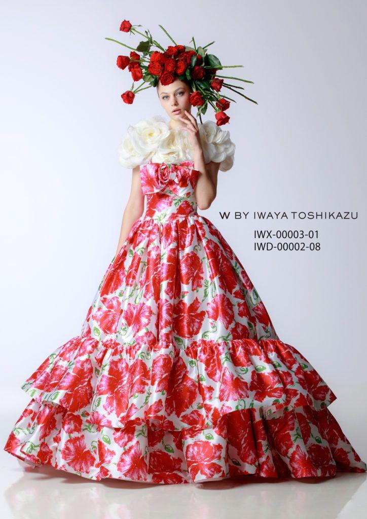 IWD-00002(赤) - 岩谷俊和 カラードレス - 大きなバラの花がプリントされた大胆なティアードドレス。白地に赤のコントラストや大きなフリルで創られたティアードが大胆なイメージを醸し出しています。ペチコートはボリュームを抑えたフレアーで色とシルエットでインパクトを捉えました。 胸元のリボンは大き目ですが、小さくアレンジする事も可能です。着る花嫁と会場の雰囲気