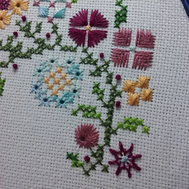 Detalles #HowDoesYourGardenGrow #PapillonCreations #puntadasespeciales #specialitystitches #eyelets #flystitches