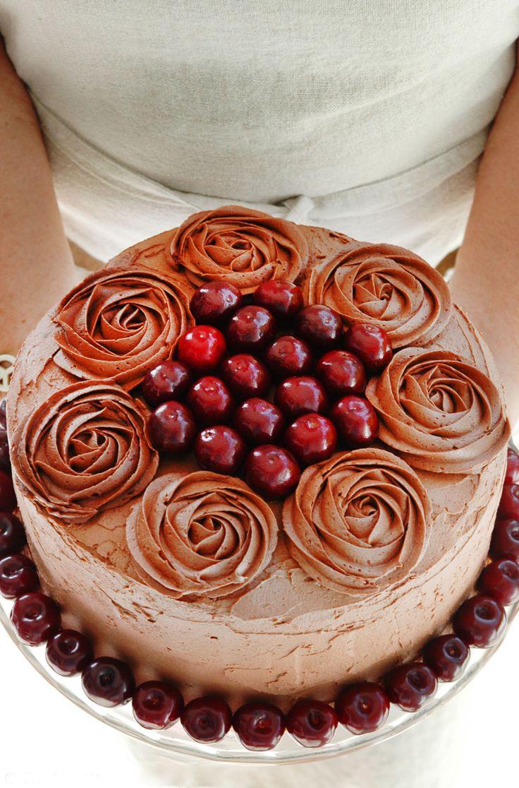 Bakelyst.no: Saftig sjokoladekake med ganache og bailey's smørkrem.