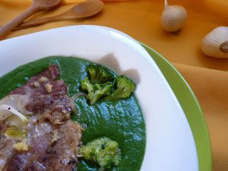 Megfőzlek...: Brokkolis-spenót főzelék fokhagymás sült tarjával