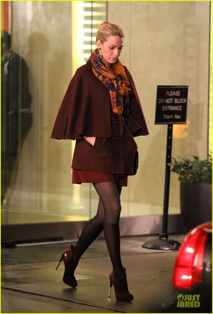 Blake Lively: 'Gossip Girl' Set with Penn Badgley!   blake lively gossip girl set with penn badgley 01 - Photo Gallery   Just Jared