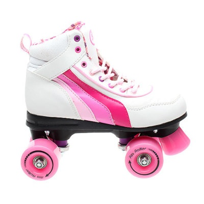 Retro skates, ahhh how I loved these growing up on the 80's. And I was soo proud of myself being able to speed skating backwards <3