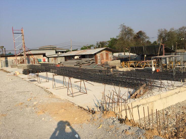 Precast concrete column and pre-fabricated steel truss