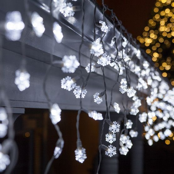 70 Cool White Snowflake LED Icicle Lights. So pretty.