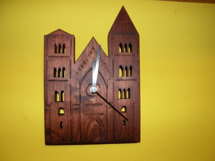 wood clock romtemplom