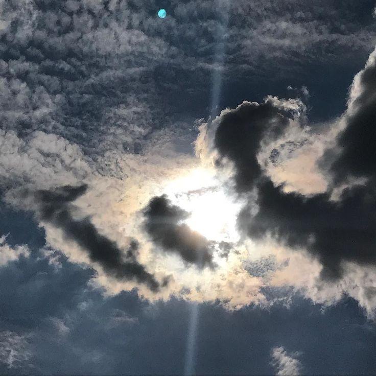 PARA MEDITAR __ Indo Jesus para os lados de Cesaréia de Filipe perguntou a seus discípulos: Quem diz o povo ser o Filho do Homem? E eles responderam: Uns dizem: João Batista; outros: Elias; e outros: Jeremias ou algum dos profetas. Mas vós continuou ele quem dizeis que eu sou? Respondendo Simão Pedro disse: Tu és o Cristo o Filho do Deus vivo. (Mt 16:13-16) __ Existe uma revelação do Filho de Deus que só é possível pela ação do Espírito Santo. Os discípulos andaram com Jesus viveram com Ele…