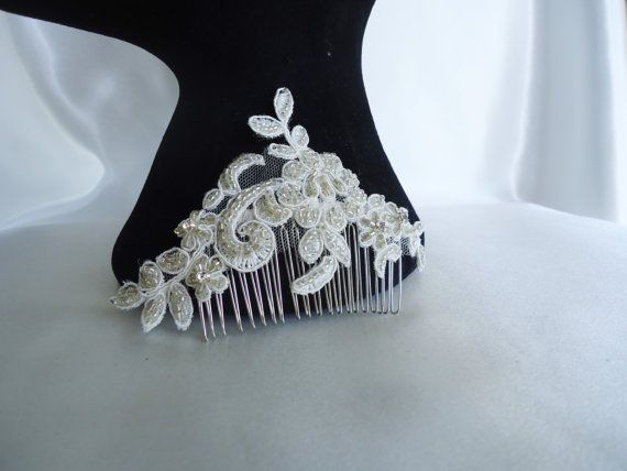 A beautiful petite hairpiece with rhinestones and sparkly beads. Hand beaded ivory lace on a metal comb.  -Material: Lace, rhinestones, beads