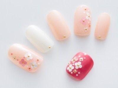お花見シーズンにぴったり♡ピンク色がまぶしい桜ネイルで彼のハートを射止めよう! - let-me
