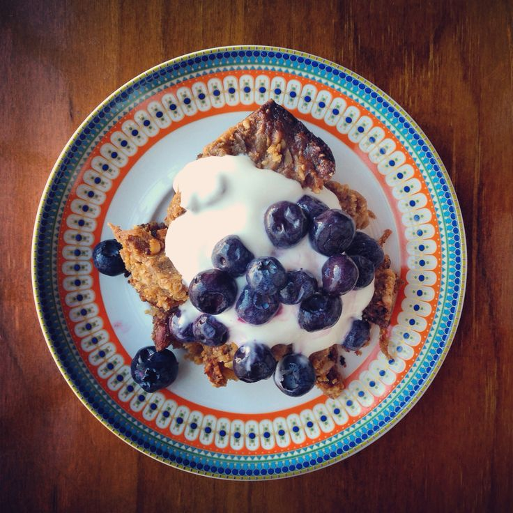 "The Morning Tea ""Muesli"" Slice from the @iquitsugar Slow Cooker Cookbook with blueberries and full-fat natural yoghurt."