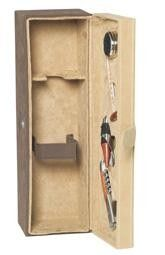 Viiniharrastajan toivetuote.    4-osainen viinisetti, jossa on mukana kaikki tarpeellinen. Kätevä kaatonokka stopperilla, aina hyödyllinen tippakaulus, lämpömittari ja korkkiruuvi ovat pakattuna kivaan mokkapäällysteiseen puulaatikkoon.