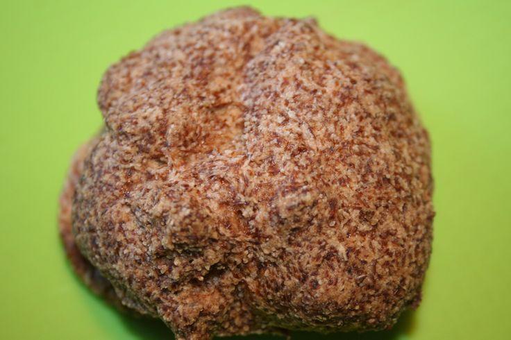 Heute habe ich ein sensationelles Rezept für dich. Low Carb Kokosbrötchen, die innen fluffig und außen knusprig sind.
